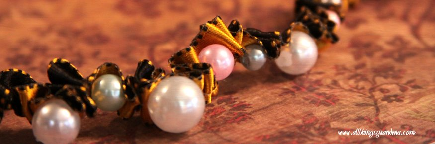 Necklace from Ribbon and Pearls