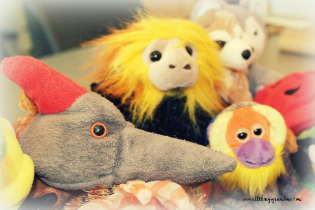 Summer Puppets:   What a Zoo !